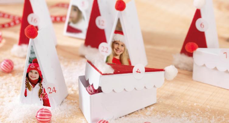 Trikotne papirnate škatlice s cofki in fotografijami kot adventni koledar