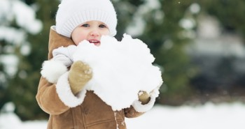 Portret-otroka-v-zimski-idili.
