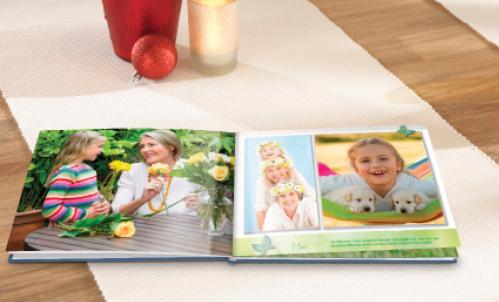 Besedilo in družinske fotografije v fotoknjigi