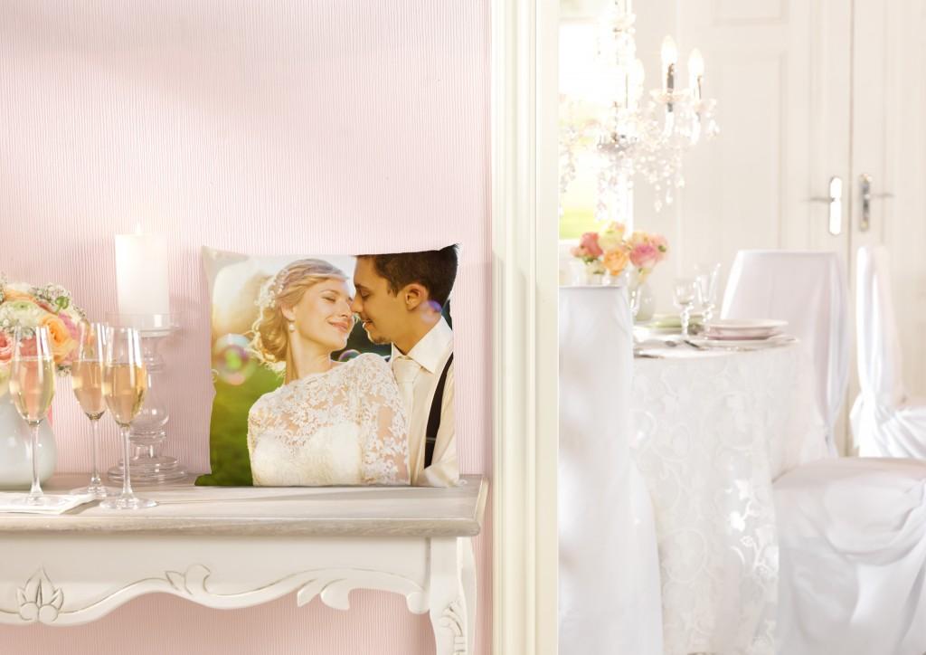 Premium blazina s poročnim motivom na mizici