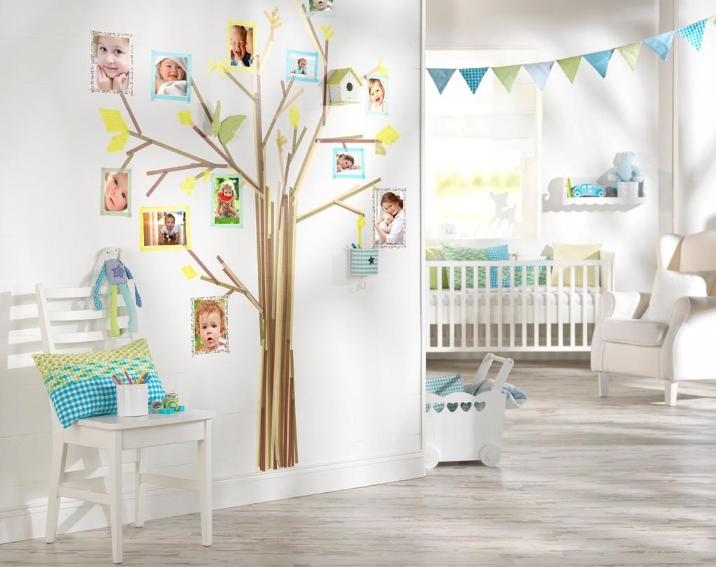 Drevo s foto nalepkami otrok, kot okras otroške sobe