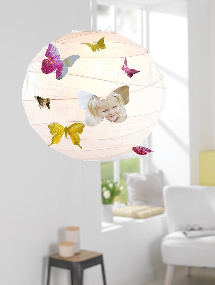 Fotografije otrok v obliki metuljčkov na svetilki