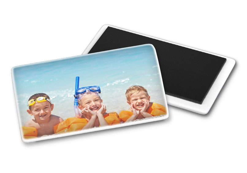 megnetek s portretom treh otrok na morju