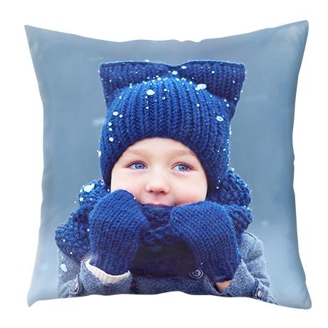 blazina z motivom fantka z modrimi rokavicami in kapo