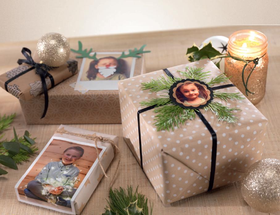 darila s fotografijami in smrekovo vejico