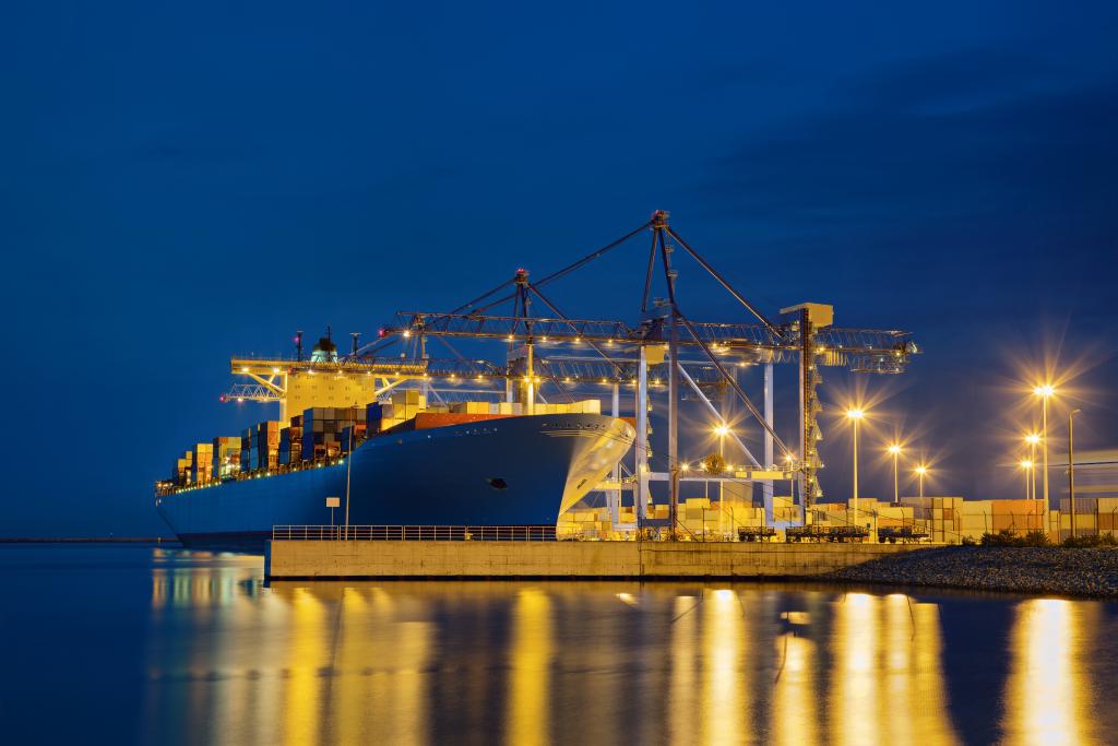 Nočna fotografija - pristanišče, trajekt, luči