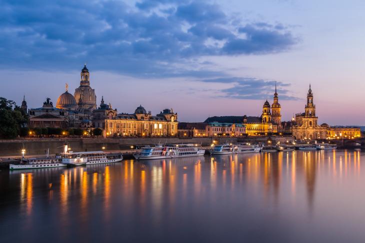 Nočna fotografija - mesto ob reki